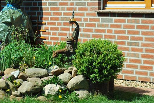 Schwengelpumpe Gartenpumpe mit Ständer Handschwengelpumpe Wasserpumpe Gusseisen